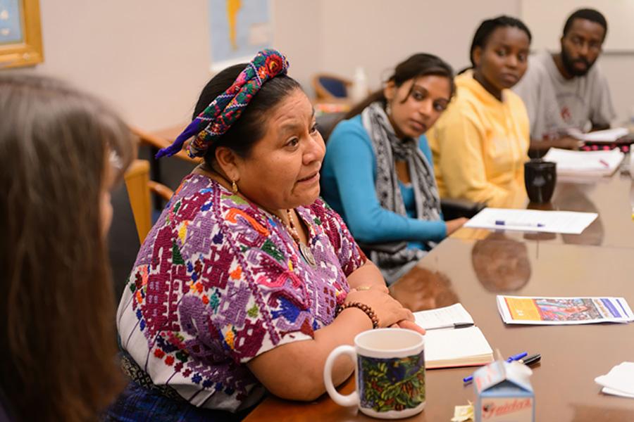 Rigoberta Menchü Tom speaks with students in a seminar class.